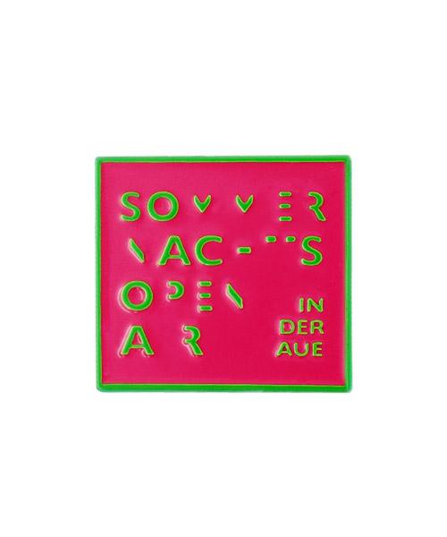 Pin geprägt und emailliert in Soft-Emaille, neonfarben mit Schmetterlingsverschluss
