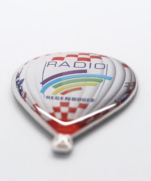 pin-offset-radio-regenbogen