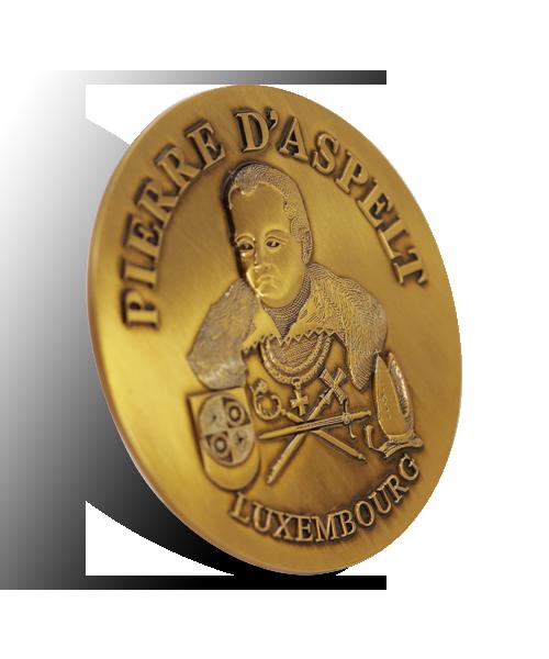 "Münze reliefartig gegossen ""700 Joerfeier Pierre d'Aspelt Luxembourg"" Vorderseite Perspektive"